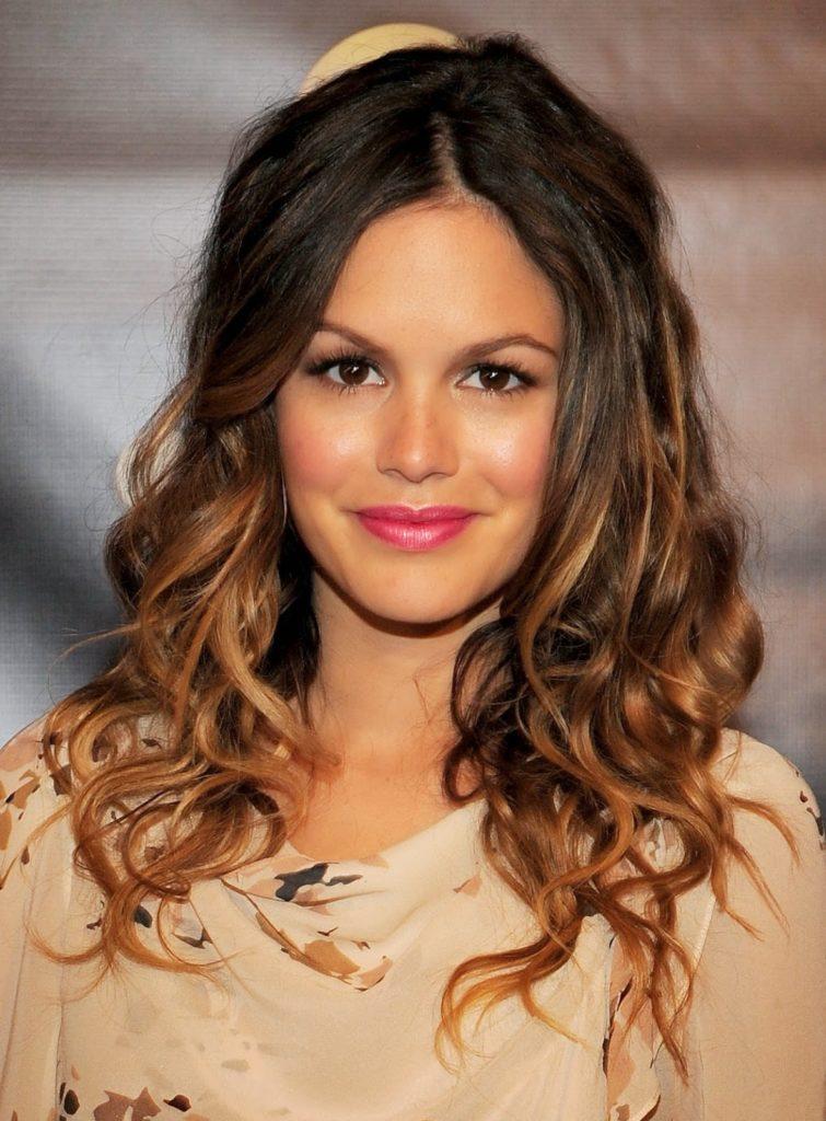 18. Brunette Wavy Hairstyle