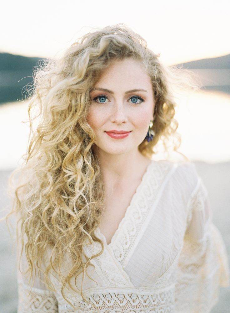 Curly Blonde Hairstyles