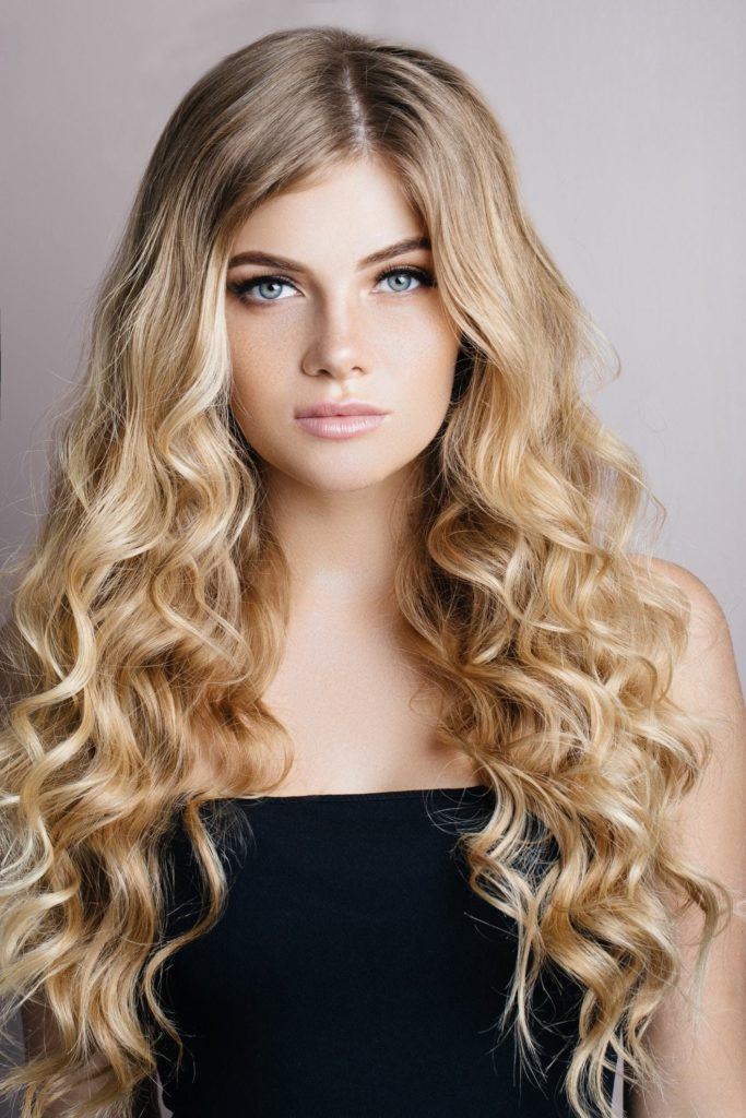 21 Most Dazzling Curly Blonde Hairstyles - Haircuts & Hairstyles 2020