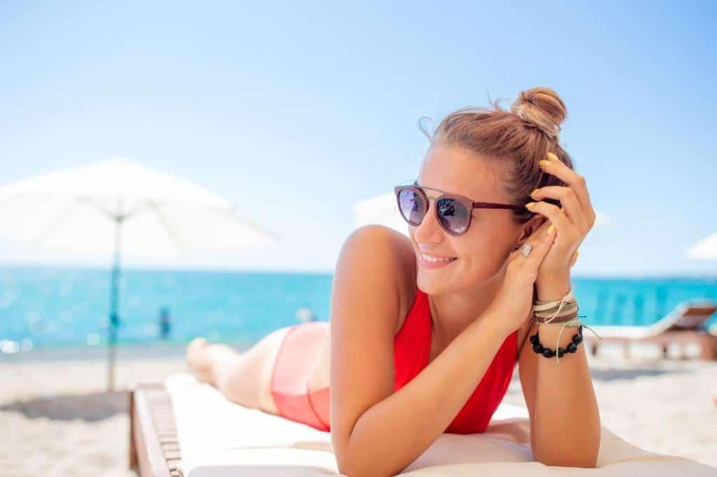 7 Cute Beach Hairstyles Even Lazy Girls Will Love